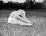 Marilyn-Monroe-Paschimottanasana-II1